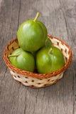 Groene noten Stock Afbeeldingen