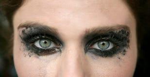 Groene ogenvrouw, zwarte make-upoogschaduw Stock Fotografie