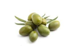 Groene olijven Stock Afbeeldingen