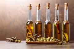 Groene Olijven en Flessen van Olive Oil Royalty-vrije Stock Fotografie