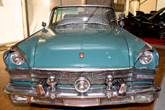 Groene oude Russische cabriolet ZIL Royalty-vrije Stock Foto's