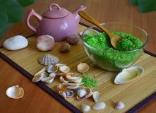 Groene overzees zout voor badkamers en ketel Royalty-vrije Stock Foto