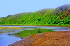 Groene overzeese lagune en bergen royalty-vrije stock fotografie