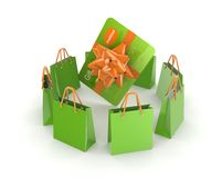 Groene pakketten rond creditcard. Stock Foto