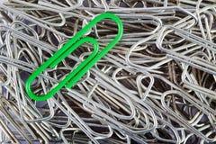 Groene paperclip Stock Fotografie