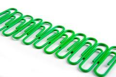 Groene paperclips Stock Afbeeldingen