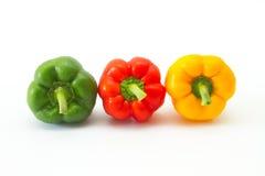 Groene paprika die op witte achtergrond wordt geïsoleerds Stock Fotografie