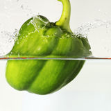 Groene paprika onder Water Royalty-vrije Stock Afbeeldingen