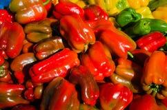 Groene paprika's bij een Landbouwersmarkt Royalty-vrije Stock Afbeeldingen