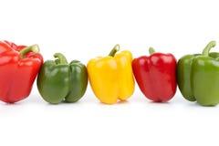 Groene paprika's in een Rij Royalty-vrije Stock Foto