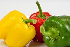 Groene paprika's op een witte achtergrond Royalty-vrije Stock Fotografie