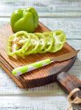 Groene paprikaplakken op een houten raad Royalty-vrije Stock Fotografie