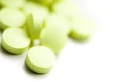 Groene pillen stock foto's