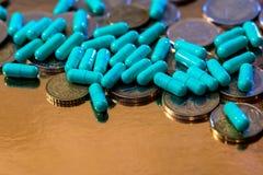 Groene pillen en naast euro Stock Fotografie