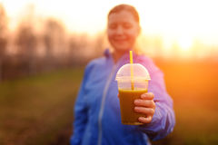 Groene plantaardige smoothie - gezond het eten concept en sporten Stock Afbeelding