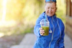 Groene plantaardige smoothie - gezond het eten concept en sporten Stock Foto