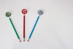 Groene, rode en blauwe potloden met spaanders als bloemen Stock Fotografie
