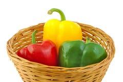 Groene, rode en gele verse peper op een rijs Royalty-vrije Stock Foto's