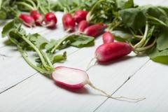 Groene rode radijsmand, Organische vitamine stock foto's