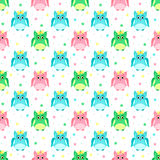 Groene, roze, blauwe uilen met bogen Stock Fotografie