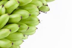 groene ruwe eibananen of eibanaan op wit geïsoleerd fruitvoedsel het achtergrond gezond van Pisang Mas Banana Stock Fotografie