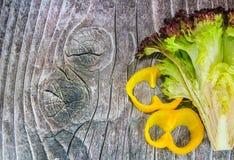 Groene salade en peper Stock Foto's
