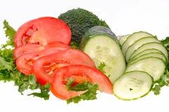 Groene salade, gesneden tomaat en komkommer royalty-vrije stock afbeelding
