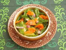 Groene salade met zalmvissen Stock Foto