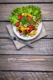 Groene salade op de lijst Royalty-vrije Stock Fotografie