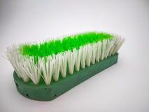 Groene schoonmakende die borstel met witte achtergrond wordt geïsoleerd royalty-vrije stock afbeelding