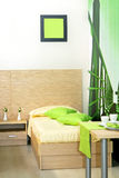 Groene slaapkamer royalty-vrije stock foto