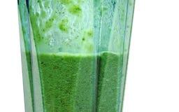 Groene Smoothie Smoothie in mixer met witte achtergrond stock afbeeldingen