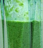 Groene Smoothie Smoothie in mixerclose-up royalty-vrije stock afbeelding