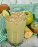 Groene smoothies stock fotografie
