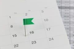 Groene Spelden aan Wilde stakingen op de kalender naast het aantal van fift Stock Afbeeldingen