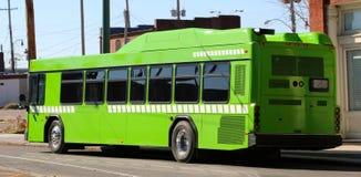 Groene stadsbus stock afbeelding