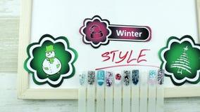 Groene stickers en de manicure van de de winterstijl stock footage