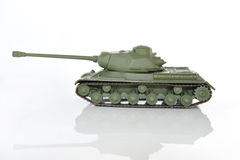 Groene stuk speelgoed tank op een witte achtergrond Stock Afbeeldingen