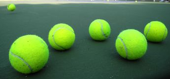 Groene tennisballen Royalty-vrije Stock Fotografie