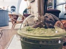 Groene thee in de kant Stock Afbeeldingen