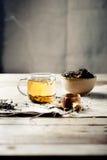 Groene thee in een glaskop met stoom Stock Afbeeldingen