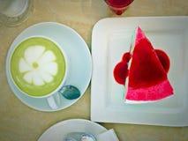 Groene thee, koffie & regenboogcake Royalty-vrije Stock Afbeeldingen