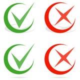 Groene tik en rood kruiscontroletekens Lijnvinkje Stock Foto's