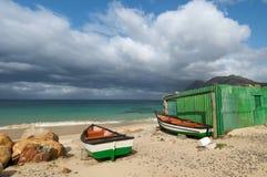 Groene trek vissersboten Stock Afbeeldingen