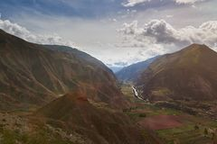 Groene vallei in Peru Andes stock foto's