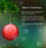 Groene vectorlay-out met tak van Kerstmisboom met het hangen van rode glasdecoratie en sneeuwvlokken voor Kerstmisontwerp van bri Stock Afbeelding