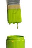 Groene Verf die van een borstel druipt stock fotografie