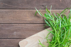 Groene Verse groenten op houten achtergrond Stock Afbeelding