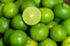 Groene verse groene kalkachtergrond royalty-vrije stock foto