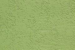 Groene vlakke ruwe geschilderde cementmuur met vele holten Naadloze textuur gebruikt als achtergrond stock fotografie